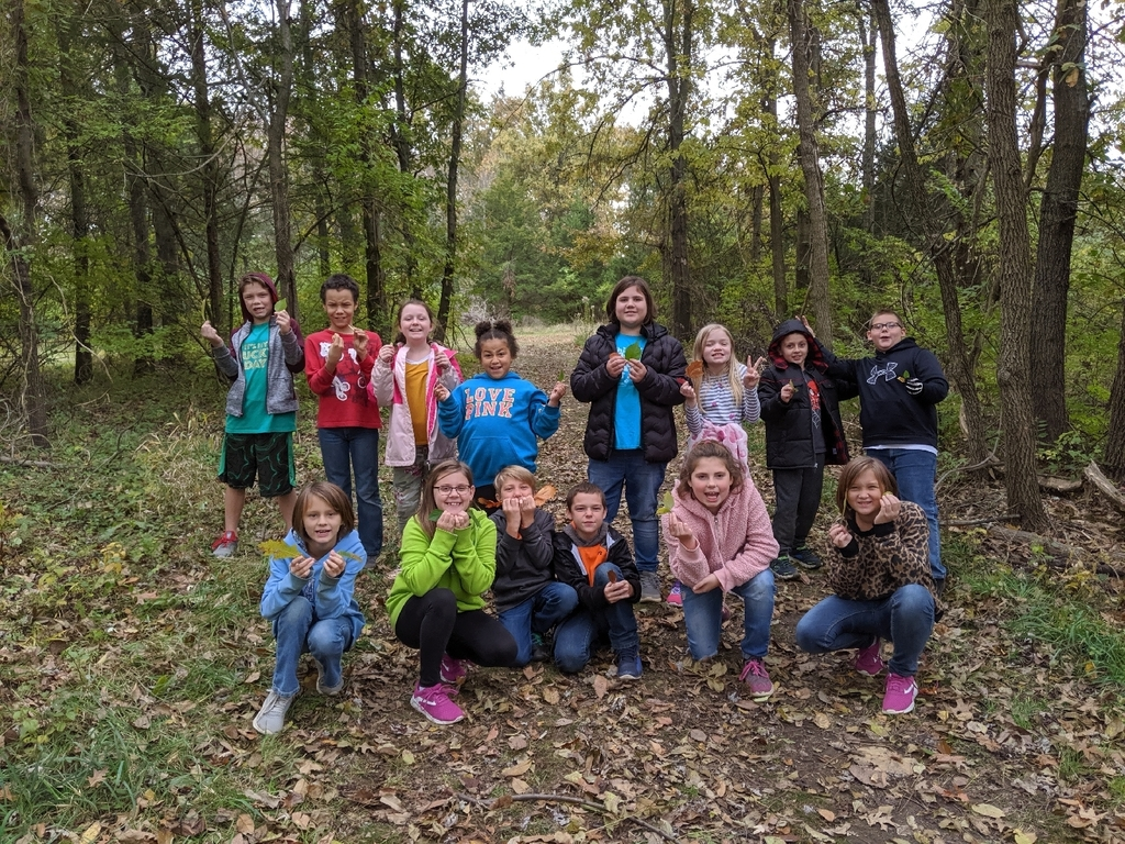4th grade went on a nature walk looking for leaves to use for our science lesson. We learned about differences in leaves and made leaf rubbings with our collection.