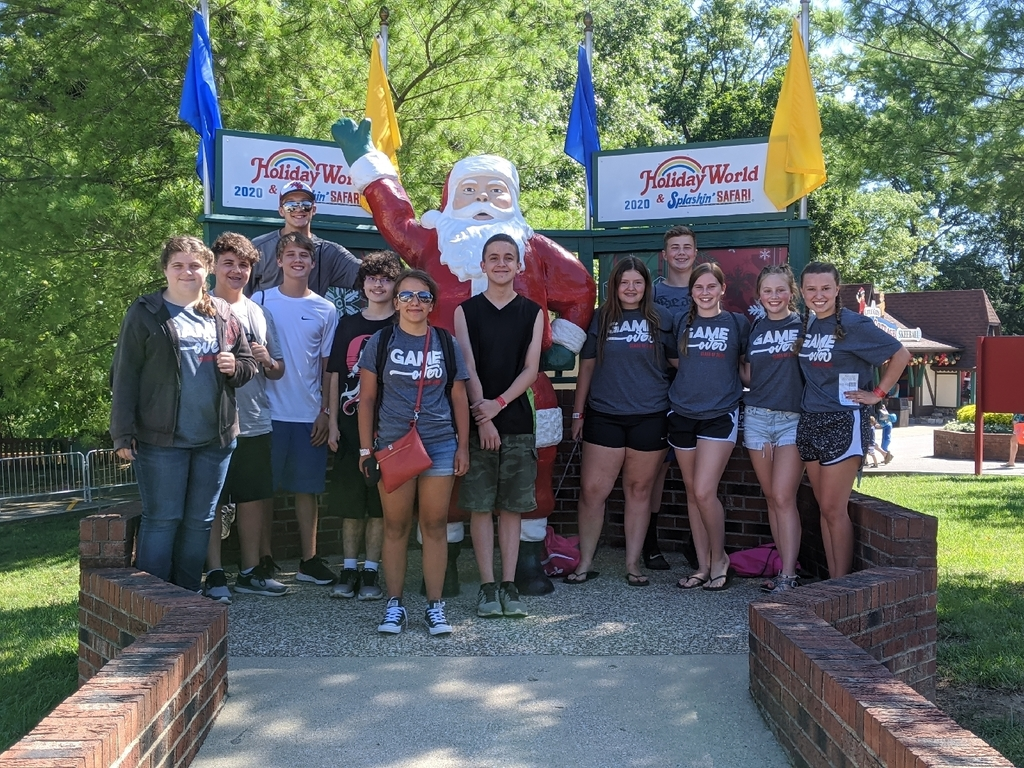 2020 graduates class trip to Holiday World